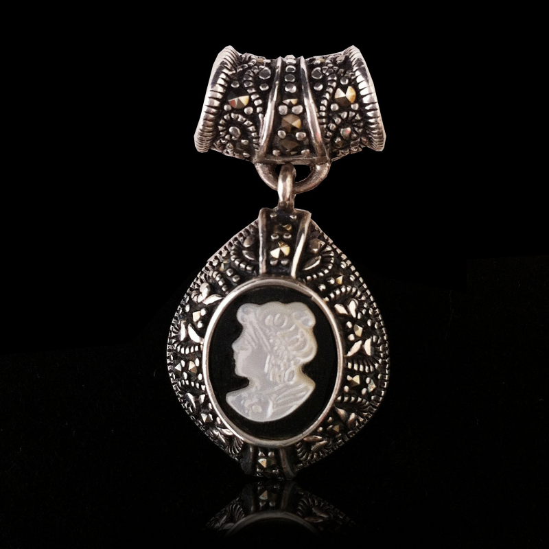 """Pendant """"White Queen Cameo"""" Onyx, Mother-of-pearl & Marcasite"""