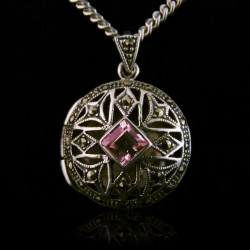 "Locket Pendant ""Queen..."