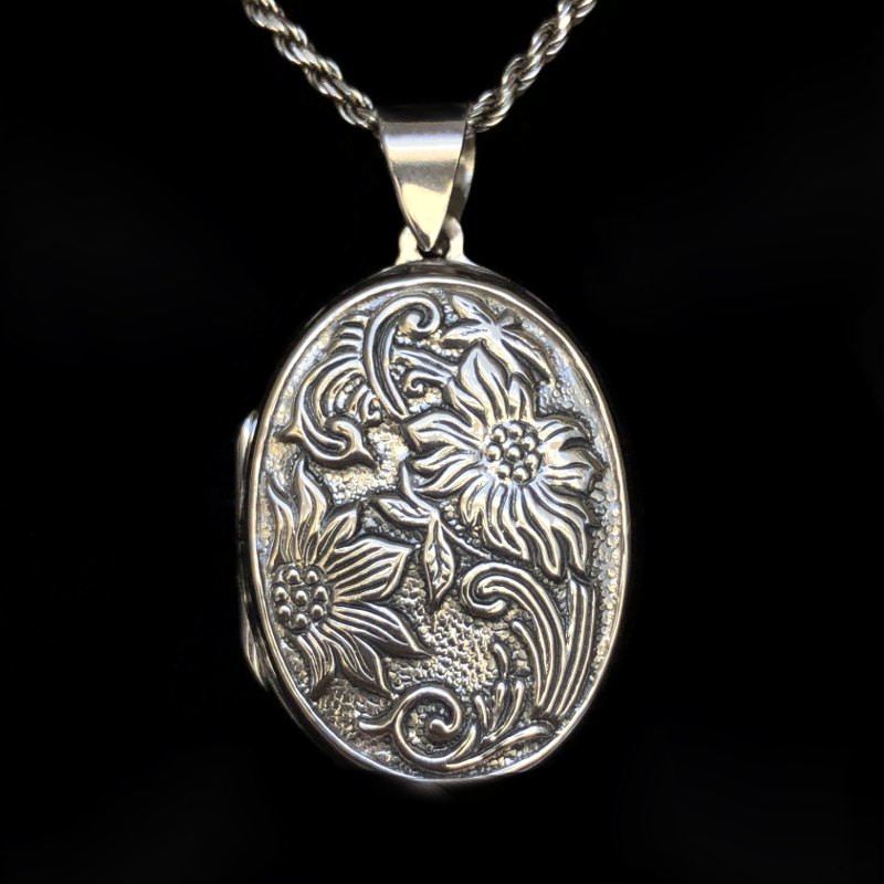 """Oval Locket pendant Reliquary """"Renaissance"""" Floral"""