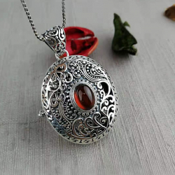 """Catherine the Great"""" garnet pendant in sterling silver 925"""