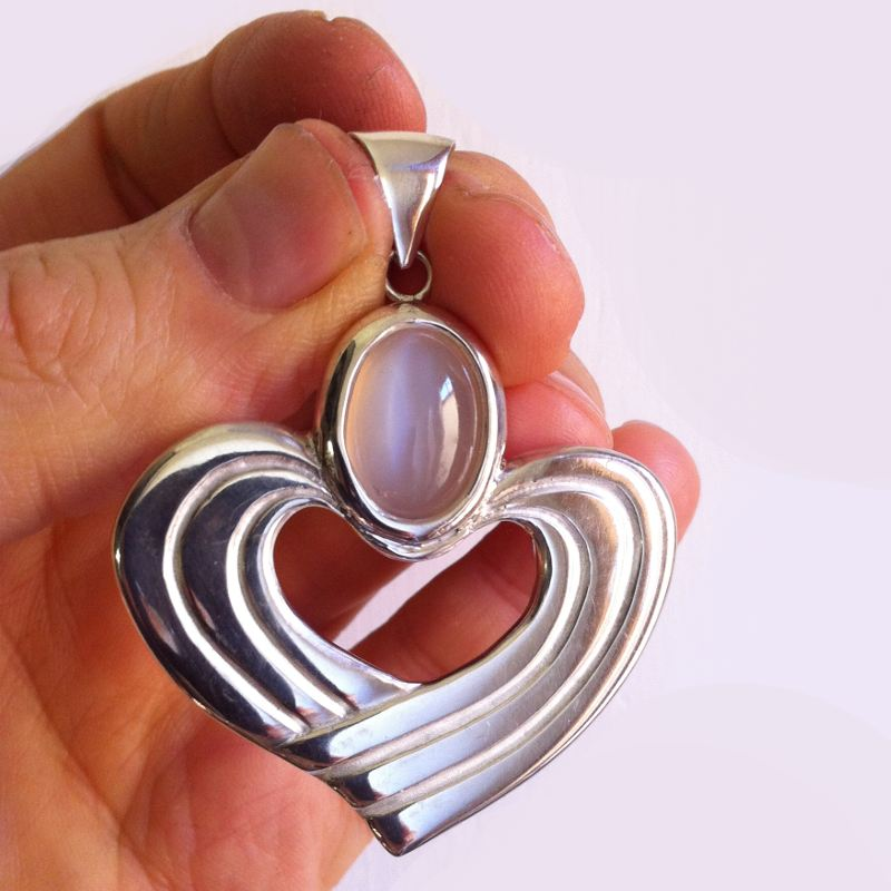 Pendant with hands of heart with a Moon stone sterling silver