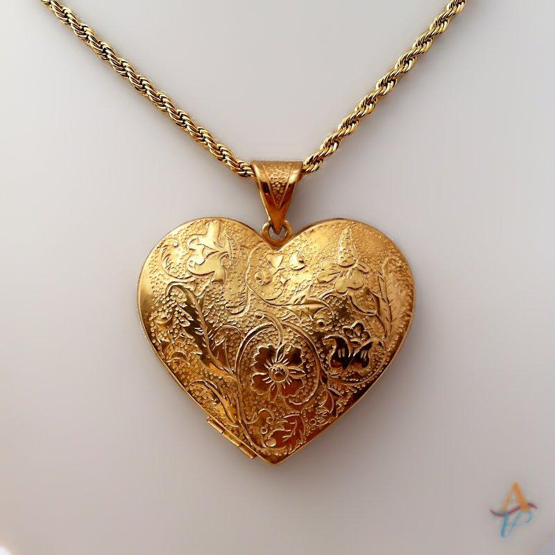 18ct gold locket pendant flower pattern 3.5 cm